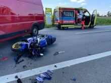 Na wysokości Sosnówki, motocyklistka zderzył się z busem