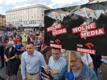 Kilkaset osób na Placu Wolności. Protestowali w imię wolności słowa i wolnych mediów