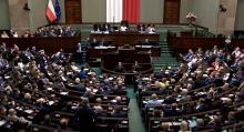 """""""To już ostateczny upadek Sejmu"""". Czy marszałek Elżbieta Witek złamała prawo?"""