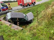 Audi wylądowało w rowie. Niebezpieczny poranek na opolskich drogach