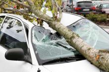 Jak otrzymać odszkodowanie za zniszczone podczas burzy auto? Nawet jeśli nie masz AC