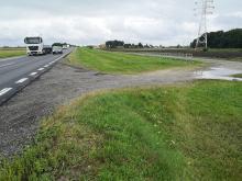 Obwodnica: Zmotoryzowani skracają sobie stanie w korkach zjeżdżając na drogę techniczną