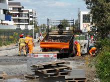 Pożar samochodu na budowie drogi łączącej Bielską i Sieradzką