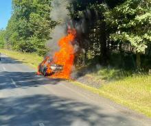Samochód osobowy w ogniu. Akcja strażaków na trasie Zawadzkie - Kolonowskie