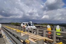 Laweta uderzyła w bariery energochłonne na A4