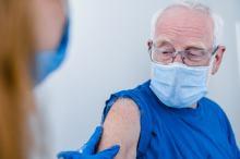 Trzecia dawka szczepionki przeciwko COVID-19. Dla kogo, jakie terminy?