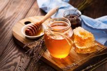 Pomagamy wybrać najlepszy miód na jesienne przeziębienie