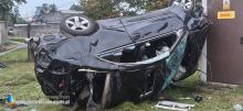 Pijany 20-latek jadąc mercedesem wypadł z drogi i dachował