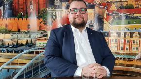 Szymon Ogłaza - o drogowych i kolejowych inwestycjach oraz zimowych wydatkach drogowców