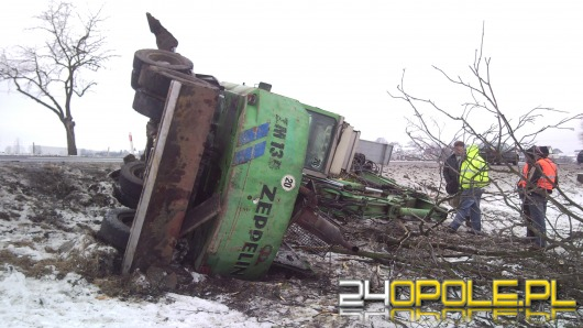 Koparka przewróciła się pod Opolem