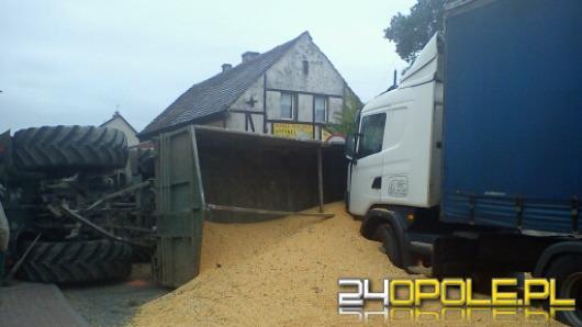 """Ciężarówka wjechała w traktor, krajowa """"94"""" zablokowana"""