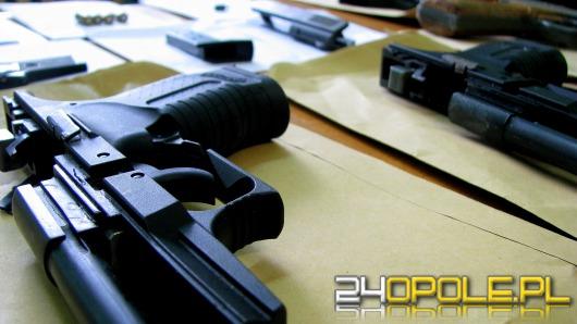 Broń, amunicja i materiały wybuchowe w mieszkaniu 37-latka