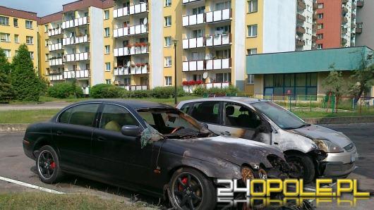 Jaguar spłonął w nocy na osiedlu Armii Krajowej