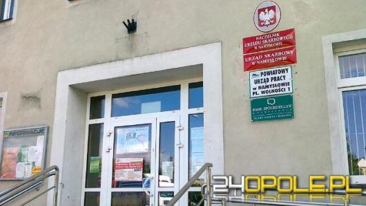 Pracownicy namysłowskiego urzędu pracy zarabiali podwójnie