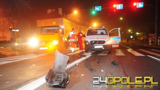 Kierowca karetki jadącej na sygnale doprowadził do zderzenia