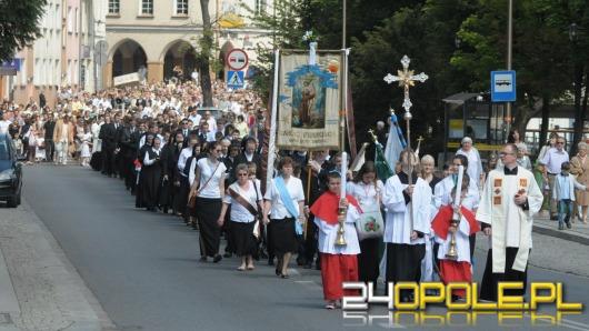 Dzisiaj Boże Ciało. Opolanie tłumnie uczestniczyli w procesji.