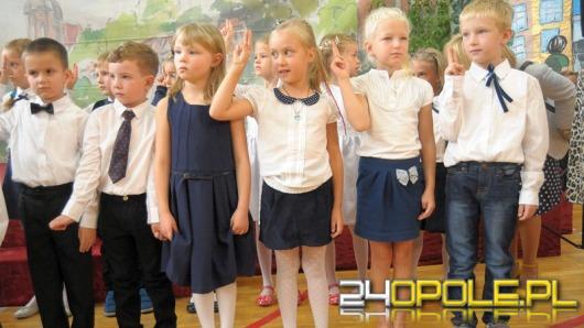 Pierwszy dzwonek po wakacjach. Uczniowie wracają do szkół.