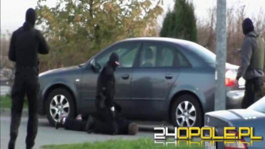 Policja rozbiła gang złodziei samochodów. Polowali na audi i mercedesy.