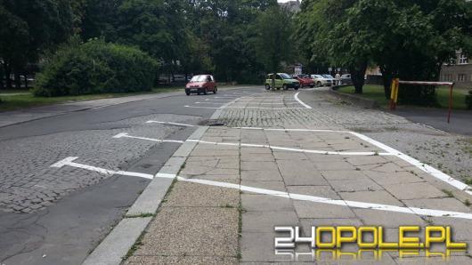 Kończy się malowanie nowych oznaczeń miejsc parkingowych