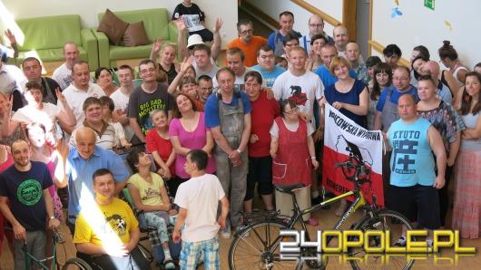 Kibic Odry ruszył w rowerową wyprawę po Polsce, by wesprzeć niepełnosprawnych