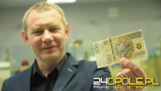 Do obiegu trafił nowy banknot 200-złotowy. Jakie są jego zabezpieczenia?