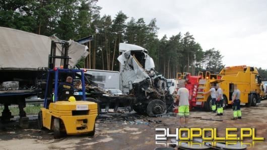 Zderzenie 6 ciężarówek na A4. Autostrada zablokowana.