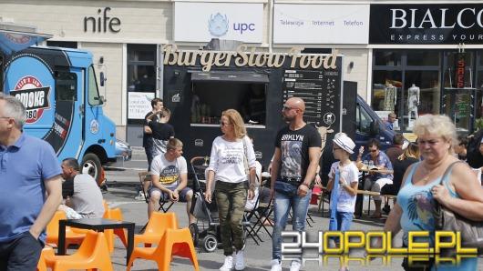 Na placu Kopernika w Opolu trwa Festiwal Food Trucków