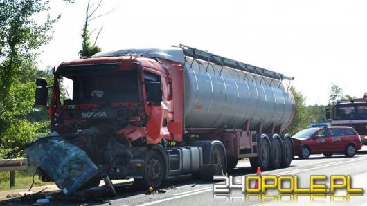 Dwie ciężarówki zderzyły się przy węźle Prądy