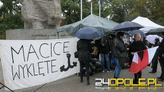 Trwa czarny protest na Placu Wolności