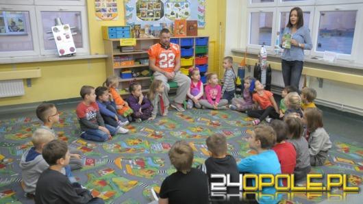 Opolscy sportowcy czytają dzieciom
