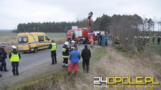 Śmiertelny wypadek pod Opolem. Ładunek przygniótł mężczyznę.
