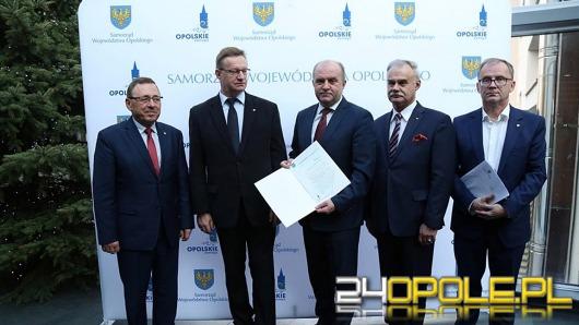 Marszałek i opolscy posłowie chcą interwencji premier Szydło w sprawie powiększenia Opola