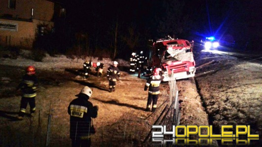 Wóz strażacki dachował w Rudziczce. Rannych 4 strażaków
