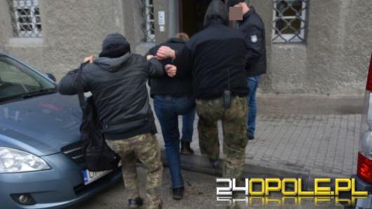 Zarzuty i policyjny dozór dla 23-latka zatrzymanego za pedofilię