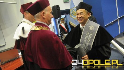 Nowy profesor honorowy i doktorzy na PO