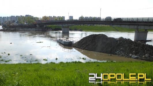Woda zalała teren budowy nowego mostu nad Kanałem Ulgi
