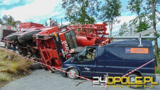 Dźwig przygniótł dwa pojazdy na Biskupiej Kopie