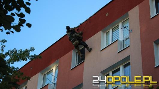 Brzeg: ranił kobietę i groził, że skoczy z okna. Antyterroryści w akcji