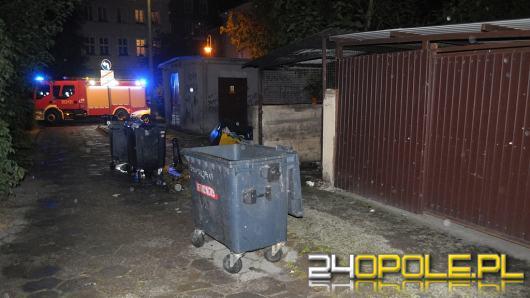 Bezdomny ucierpiał w pożarze śmietnika