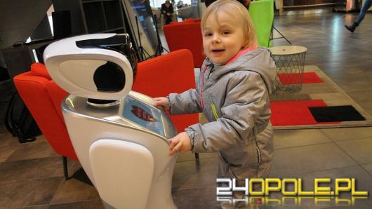 W opolskich centrach handlowych kwestują... roboty