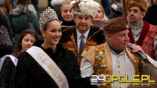 Pół tysiąca maturzystów zatańczyło poloneza na opolskim rynku