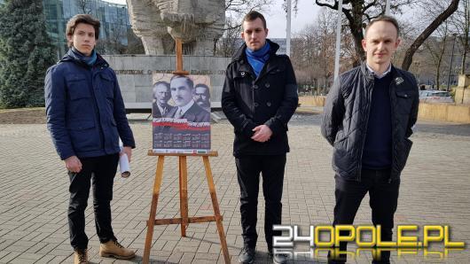 Patriotyczne kalendarze od Młodzieży Wszechpolskiej na Walentynki