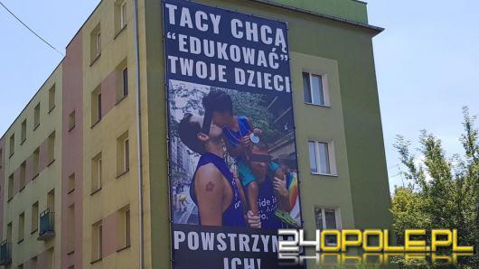 Ostra kampania anty związkom homoseksualnym. Wieszają banery i zapowiadają kontrmanifestację