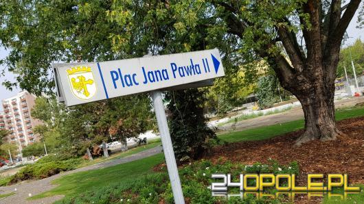 Plac Jana Pawła II pięknieje. Kiedy będzie gotowy?