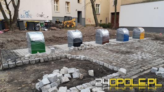 Podziemnie kosze na śmieci stanęły na Placu św. Sebastiana w Opolu!