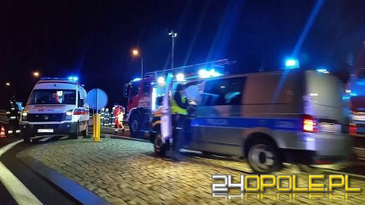Niebezpieczne zdarzenie w Kuniowie. Ranny kierowca opla