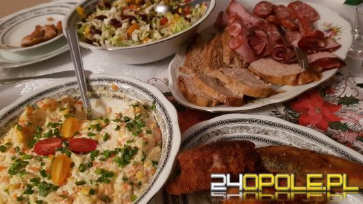 """Co zrobić z jedzeniem po świętach? Akcja """"Podziel się Posiłkiem z Bezdomnymi"""" również w Opolu."""