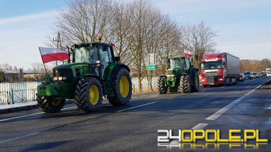 Rolnicy w kolumnie 32 traktorów blokowali krajową 94