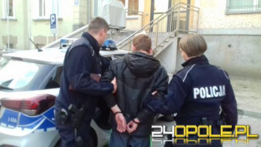 Zaproponował 100 złotych, sugerując by funkcjonariusze odstąpili od wykonywanych czynności