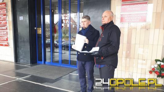 """Finansowanie """"Piątki Kaczyńskiego"""" niezgodne z prawem wyborczym? O to spyta Jarosław Pilc"""